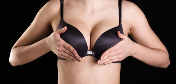 Paire de seins en soutiens-gorge